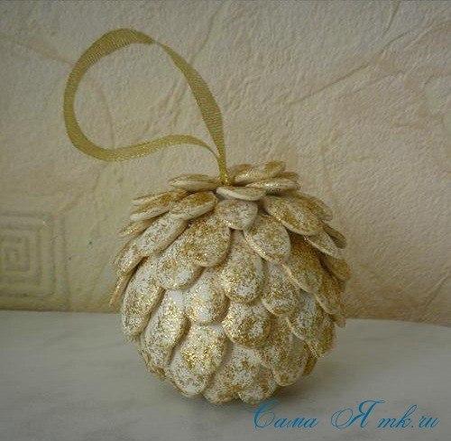 Новогоднее украшение из тыквенных семечек 0