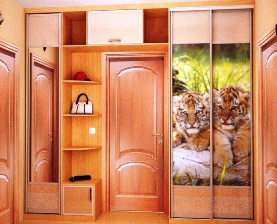 Идеи оборудования шкафа вокруг двери 6