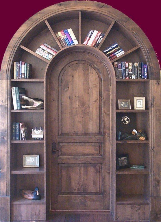 Идеи оборудования шкафа вокруг двери 7