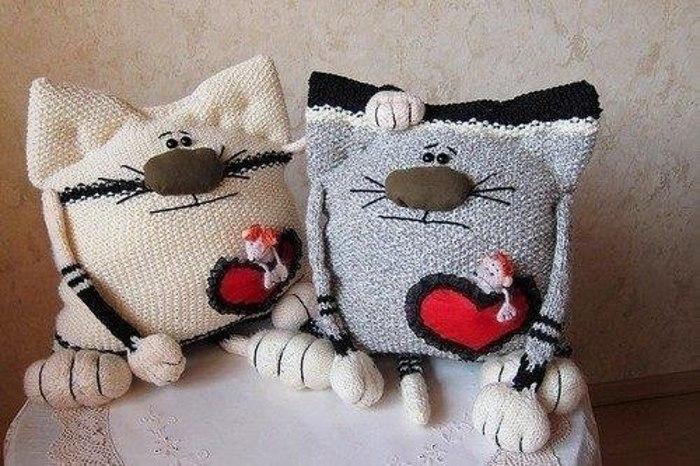 Связать подушку кот