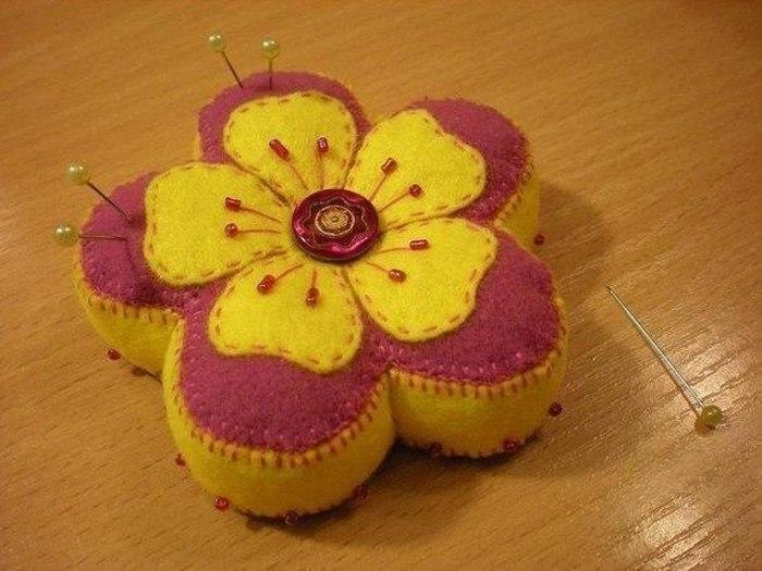 Игольница цветок