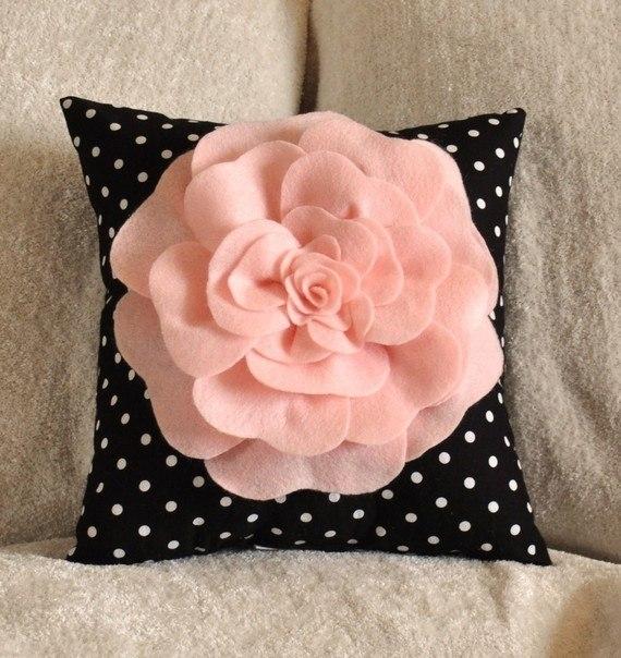 Как сделать цветы на декоративной подушки