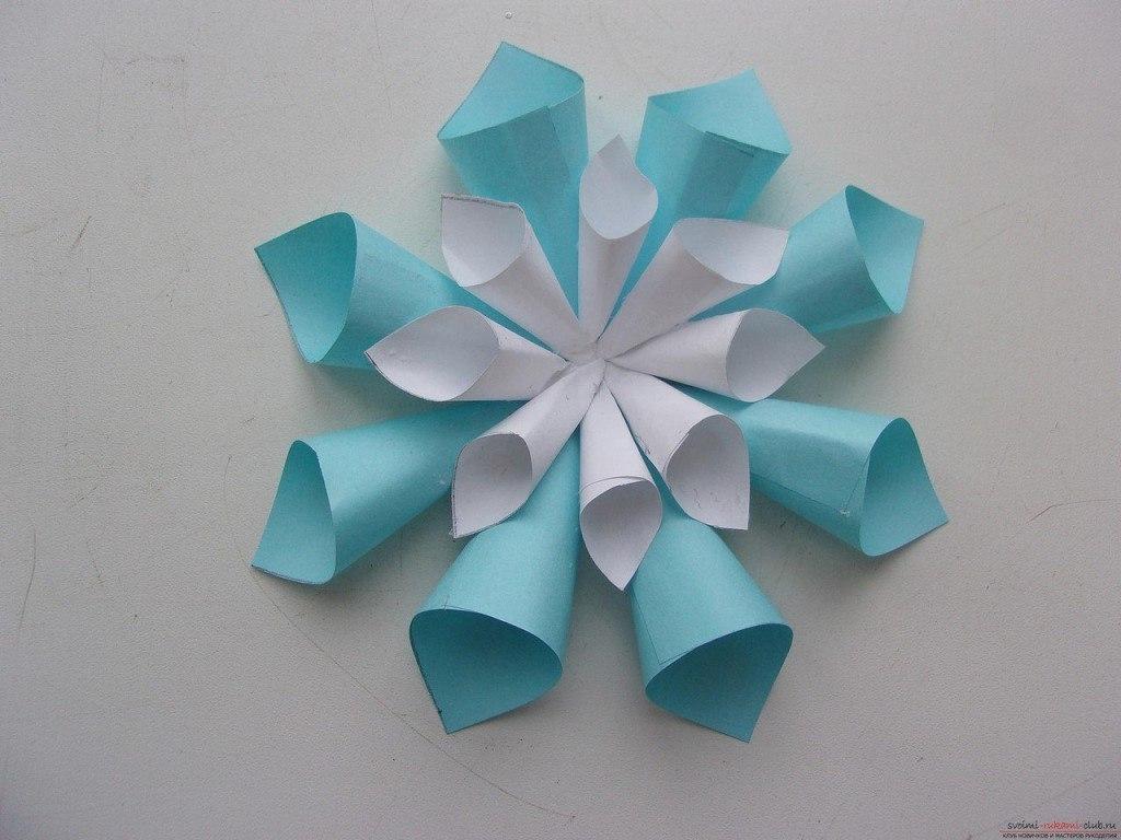 Как сделать красивую объемную снежинку своими руками из бумаги