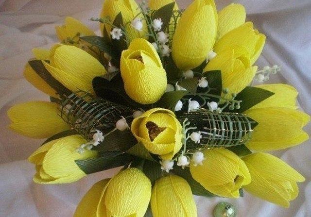 Тюльпаны конфетные из гофрированной бумаги