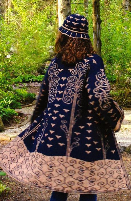 Очень красивое пальто с жаккардовыми узорами 0