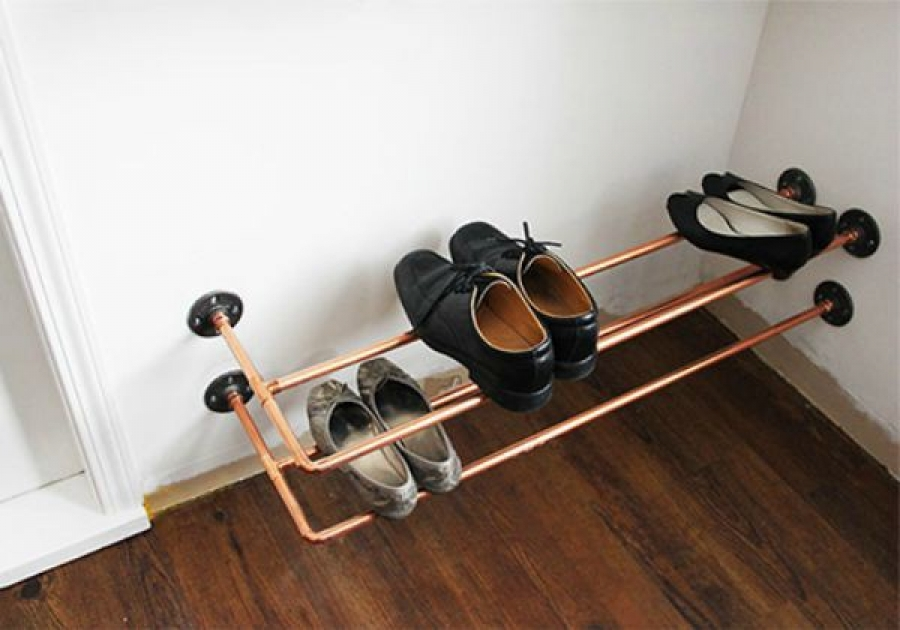 Полочки для обуви из труб: идеи 13