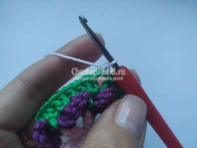 Объемный мотив крючком из разноцветной пряжи