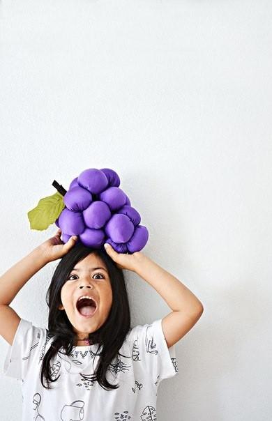 Самодельная подушка-виноград