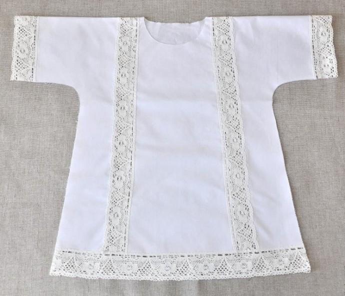 Крестильная рубашка с кружевными вставками