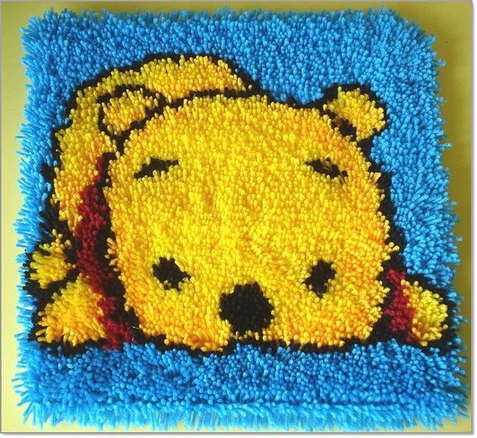 Вышивка в ковровой технике медвежонка