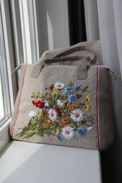 Сумочки с вышивкой лентами: идеи для вдохновения 2
