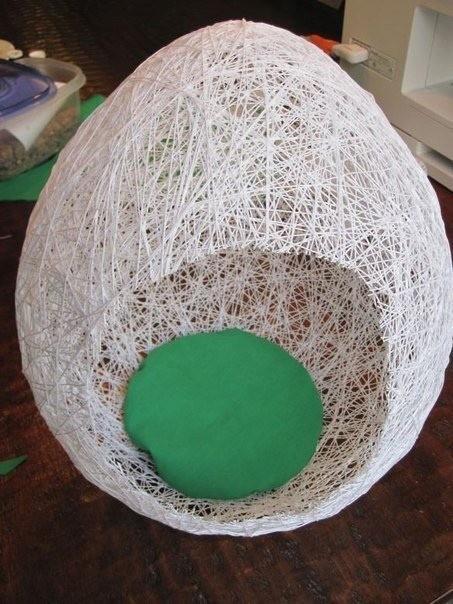 Пасхальное яйцо из ниток и воздушного шарика