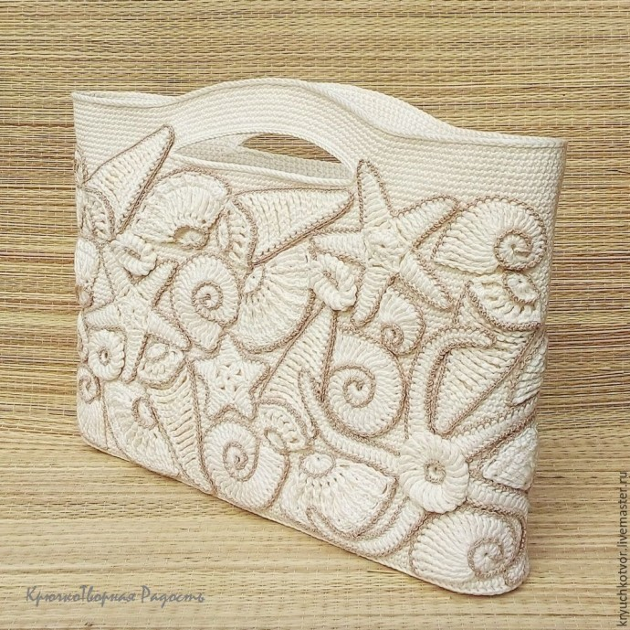 Своеобразная сумка с декором из ракушек и морских звезд