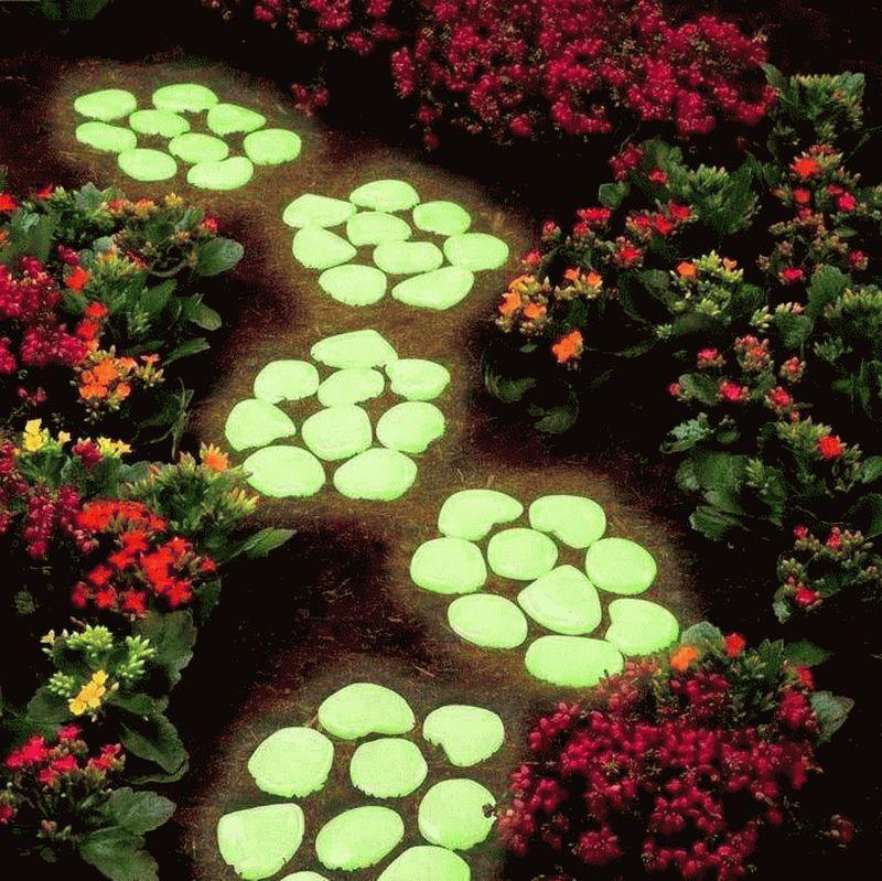Использование флуоресцентных красок в декоре сада 5