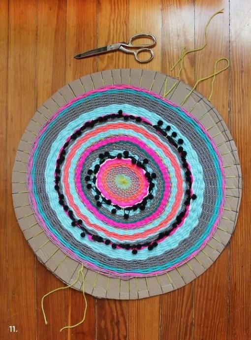 Круглый коврик из шерстяной пряжи