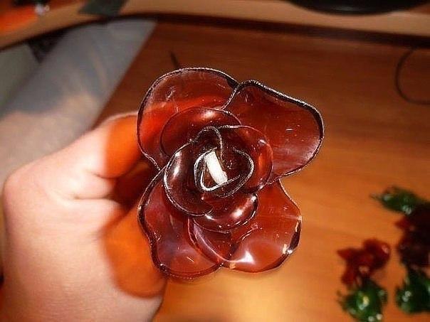 Цветов, букет розочек из бутылок