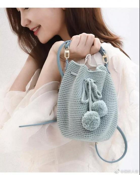 Милая сумочка-торба крючком