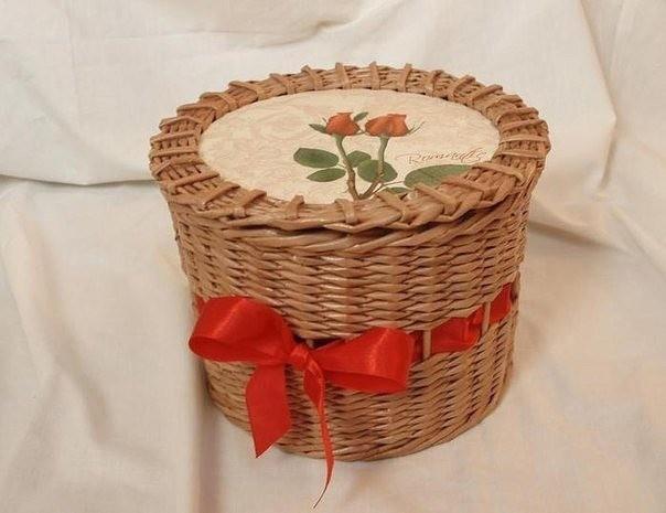 Плетём корзинку из газетных трубочек