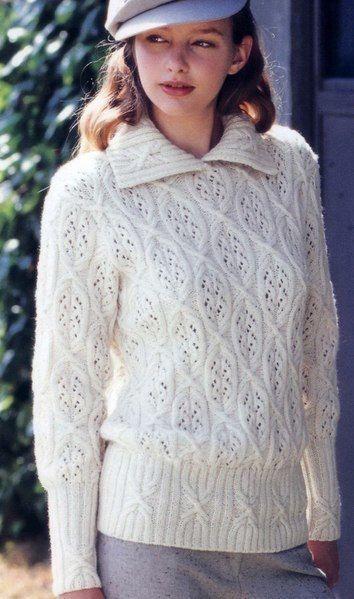Вязаный пуловер с красивыми узорами