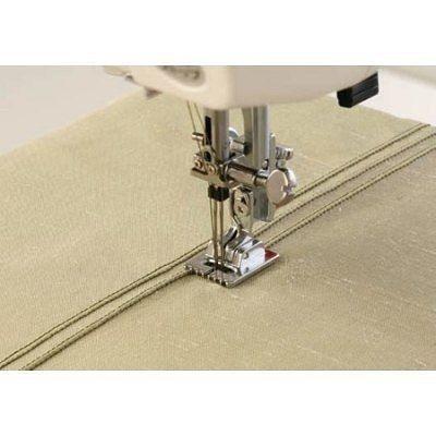 Как пользоваться дополнительными лапками для швейных машин: лапка для защипов